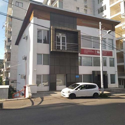 Six bedrooms Furnished flat For Sale at Ortachala
